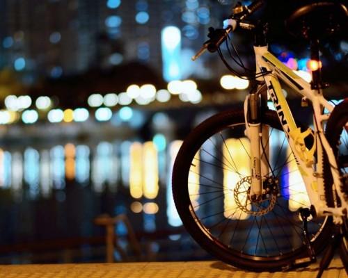 Вечерние катания на велосипедах.