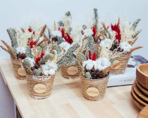Мастер класс по составлению композиций из сухоцветов, хлопка и шишек «Новогоднее кашпо».